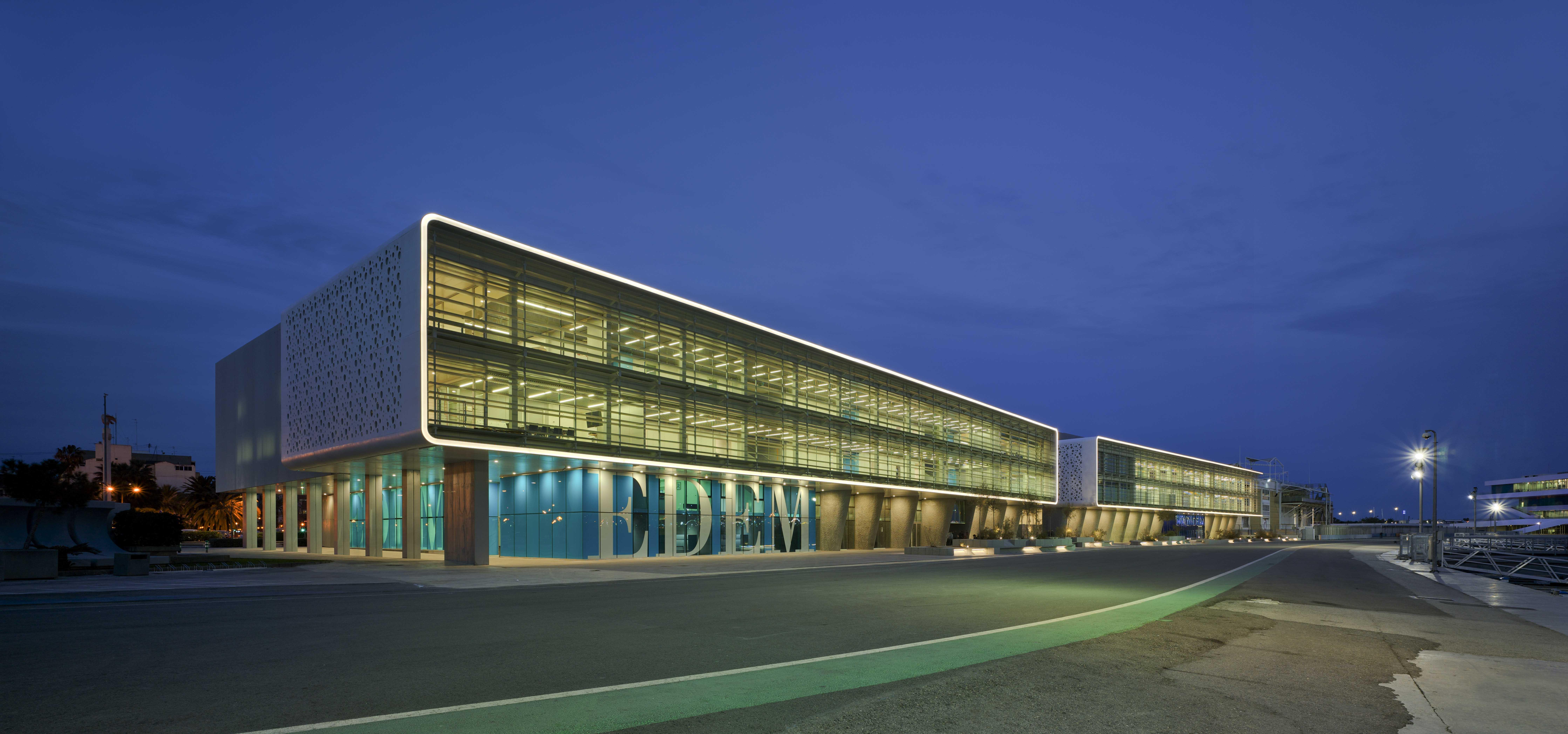 Nuevo edificio universitario dedicado a la formación de empresas.